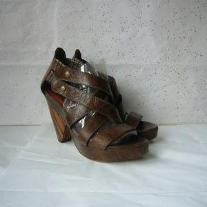 Matisse Brown Strappy Platform Sandal - 7.5 EUC!